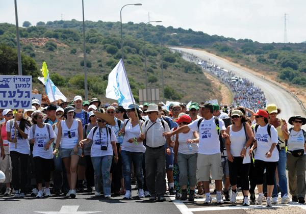Led by Gilad Shalit's family, thousands of Israelis began a march to Jerusalem from northern Israel to press for the release of the captive soldier, June 27, 2010.