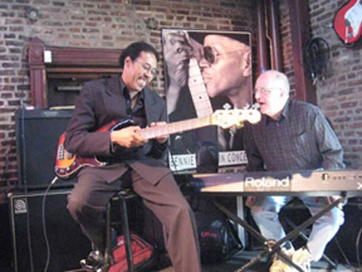 Gus Thornton and Dean Minderman play a benefit concert at BB's Jazz Soup and Blues (Photo: Jake Weisman)