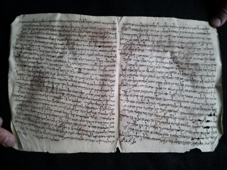 A+sample+manuscript+from+a+collection+recently+discovered+in%0AAfghanistan+believed+to+be+at+least+1%2C000+years+old.%0A