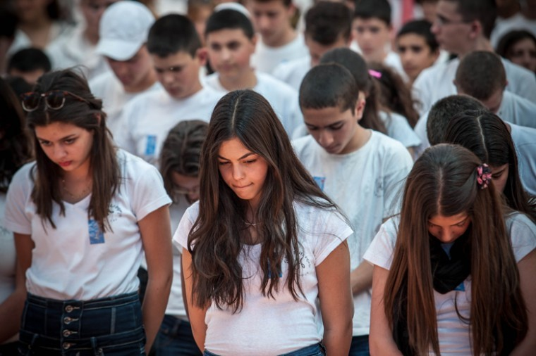 High school students from the Gimnasiya in Jerusalem participate in the ceremony commemorating soldiers killed in the line of duty on Israel's Memorial Day, April 25, 2012.