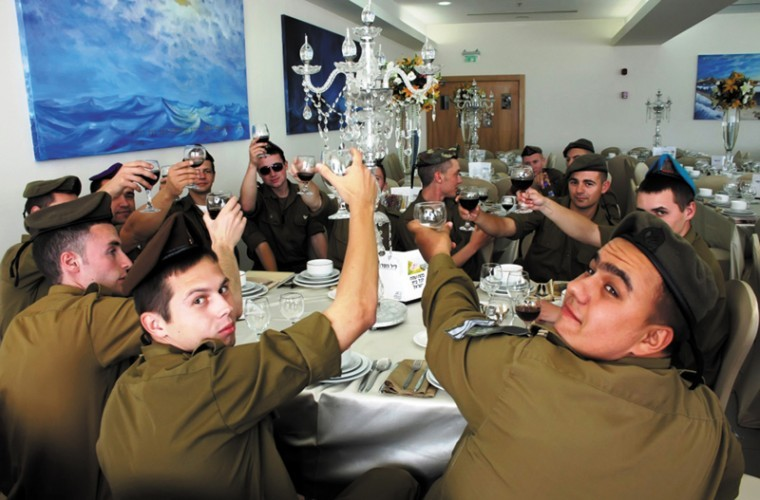 IDF+soldiers+raise+a+glass+at+a+model+seder+on+their+base.%0A