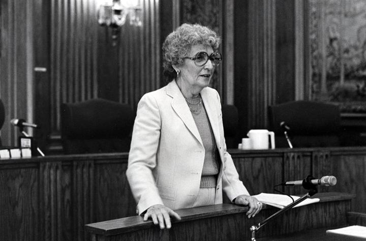 Then-Missouri+Rep.+Sue+Shear+addresses+women+visiting+the+Capitol+in+Jefferson+City+during+a+Jewish+Federation+Women%E2%80%99s+Division+trip+in+April+1982.+File+photo%3A+David+M.+Henschel%0A