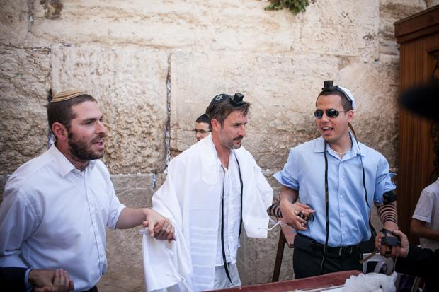 Film star David Arquette, center, having a bar mitzvah ceremony at theWestern Wall, June 11, 2012.