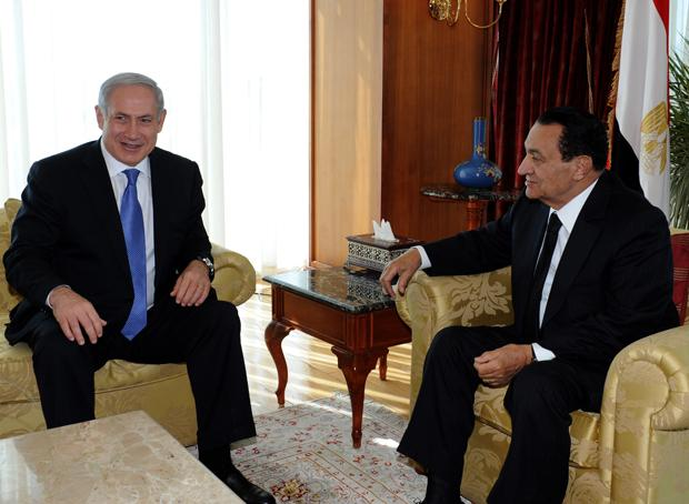Israeli+Prime+Minister+Benjamin+Netanyahu%2C+left%2C+with+Egyptian%C2%A0President+Hosni+Mubarak+in+Egypt+less+than+three+weeks+before+the%C2%A0protests+there+led+to+Mubarak%E2%80%99s+downfall%2C+January+2011.%0A