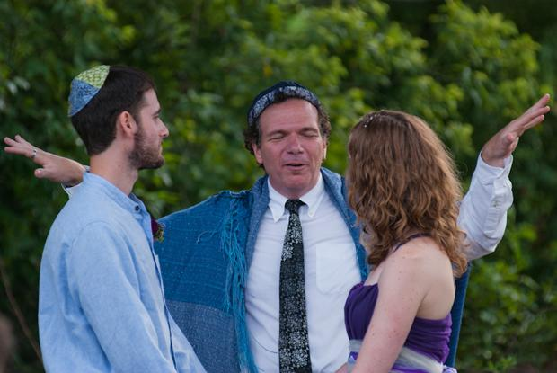 Rabbi+Lev+Baesh%2C+center%2C+marrying+Jared+and+Laurie+Berezin%2C+an+interfaith+couple+from+Boston%2C+Aug.19%2C+2011.%0A