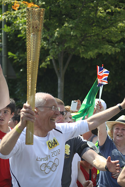 Leslie Lyndon, former cantor of the Masorti New North London Synagogue, carrying the Olympic torch in London, July 25, 2012.