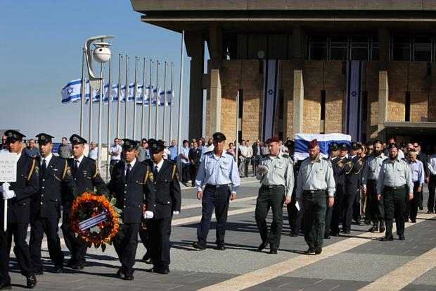 Guards carrying the coffin carrying of former Israeli Prime Minister Yitzhak Shamir from the Knesset on the way to his funeral at Mount Herzl, Israel's national cemetery, July 2, 2012.