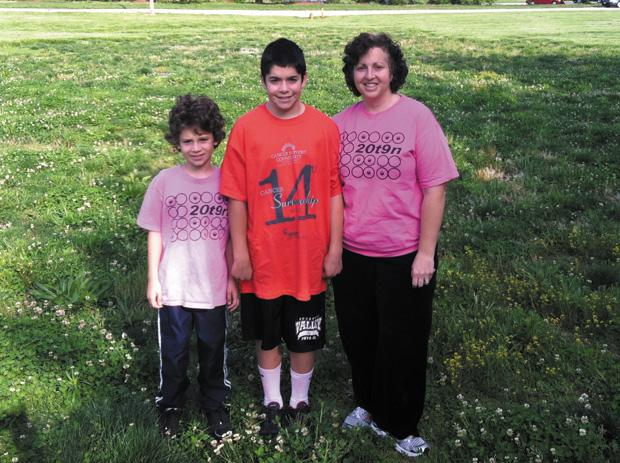 For+his+bar+mitzvah+project%2C+Sam+Lagoy+%28center%29+raised+%242%2C300+for+the+Cancer+Support+Community+of+Greater+St.+Louis+during+its+annual+Cancer+Survivorship+Walk.%C2%A0%0A