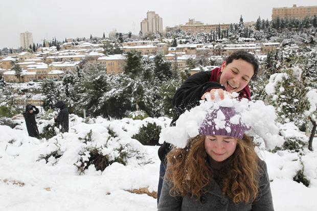 Young+Israelis+playing+in+the+snow%2C+with+the+snowy+Jerusalem+neighborhood+Mishkenot+Sha%27ananim+in+the+background%2C+Jan.+10%2C+2013.+%28Nati+Shohat%2FFlash90%2FJTA%29%C2%A0%0A