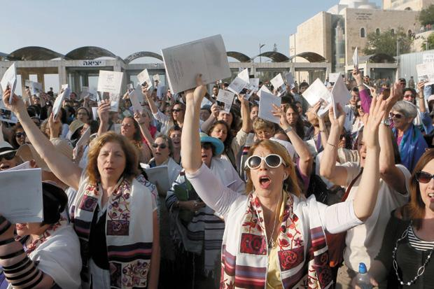 Women+of+the+Wall+members+praying+at+the+Western+Wall+plaza+to+mark+the+beginning+of+the+Hebrew+month+of+Av%2C+July+8%2C+2013.+%28Miriam+Alster%2FFlash90%29