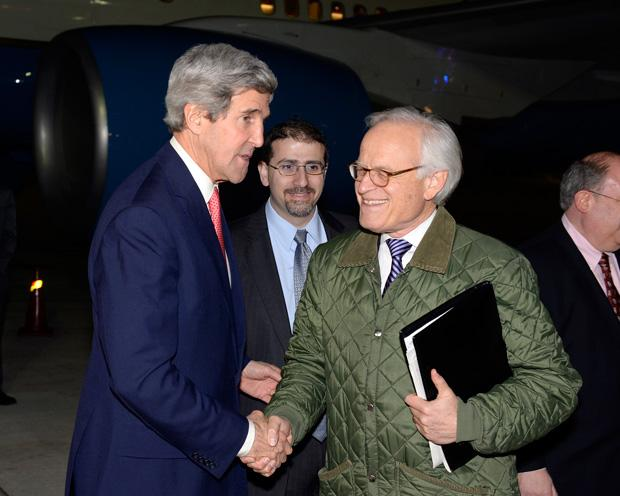 %0AMartin+Indyk%2C+the+U.S.+special+envoy+for+Israeli-Palestinian+negotiations%2C+right%2C+shakes+hands+with+Secretary+of+State+John+Kerry+at+Israel%E2%80%99s+Ben+Gurion+International+Airport+on+Jan.+5.+Photo%3A+Matty+Stern%2FUS+Embassy+Tel+Aviv%2FFlash90%0A