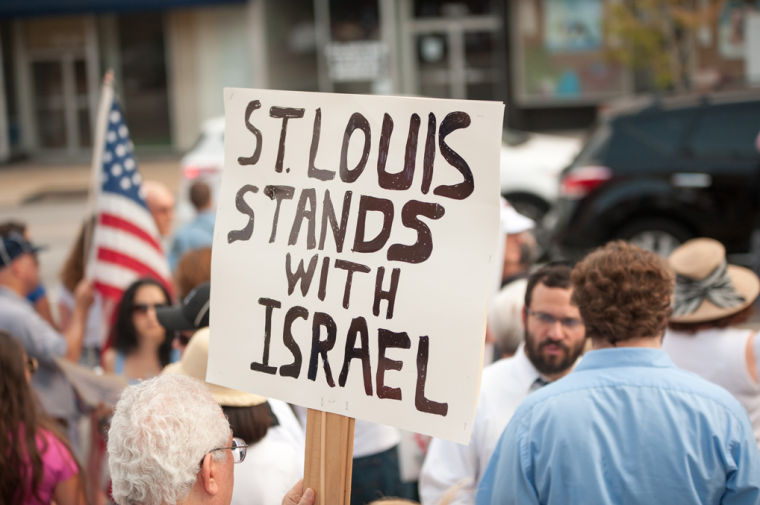 On Sunday, Aug. 3, Pro-Israel demonstrators turned out in downtown Clayton to offer a counterpoint to demonstrators nearby protesting U.S. aid to Israel. Photo: Yana Hotter