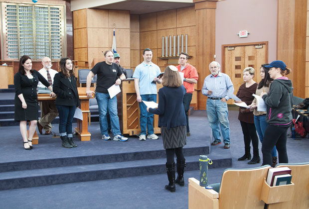 Cantor+Sharon+Nathanson+leads+a+group+of+singers+from+B%E2%80%99nai+Amoona+in+a+rehearsal+on+Sunday+in+B%E2%80%99nai+Amoona%E2%80%99s+sanctuary%2C+preparing+for+their+April+12+concert+at+New+Sunny+Mount+Baptist+Church+in+north+St.+Louis+city.+Photo%3A+Andrew+Kerman