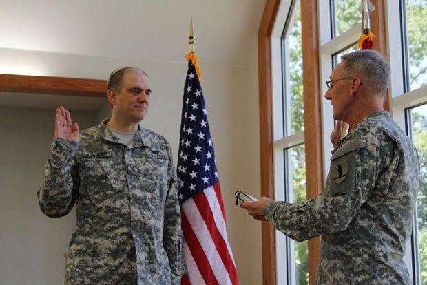 Col.+Gary+Gilmore+of+the+Missouri+National+Guard+swears+in+1st+Lt.+Chaplain+Karsten+Kessler+earlier+this+month.%C2%A0