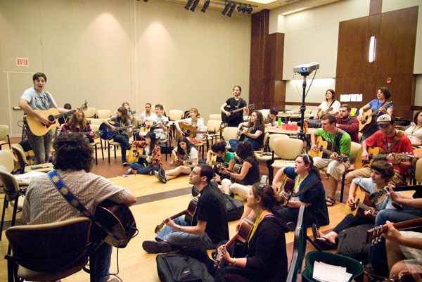 Jewish rock musician — and St. Louis native —Sheldon Low leads a session at a past Songleader Boot Camp Conference at the Jewish Community Center. Jewish Light file photo