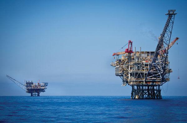 An+oil+rig+in+the+Tamar+natural+gas+field+off+the+Israeli+coast%2C+June+23%2C+2014.+%28Moshe+Shai%2FFlash+90%29