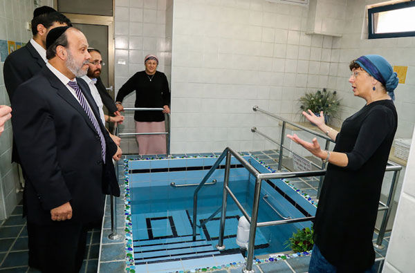 Israeli+Minister+of+Religious+Services+David+Azulay+visits+a+luxury+mikvah+in+the+Israeli+settlement+of+Alon+Shvut%2C+as+he+tours+the+Gush+Etzion+bloc+on+August+25%2C+2015.+Photo%3A+Gershon+Elinson%2FFlash90