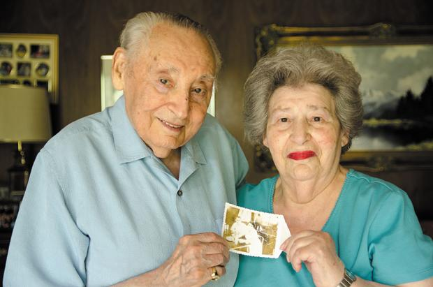 Leo+and+Sara+Wolf+hold+a+photo+of+themselves+during+1946%2C+soon+after+they+were+married.%0A