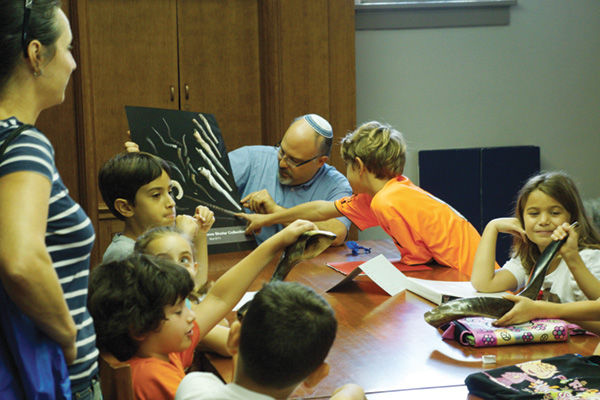 Rabbi Hyim Shafner of Bais Abraham works with students taking part in a yearlong bar/bat mitzvah program for Israeli families in St. Louis. Photos courtesy Bais Abraham