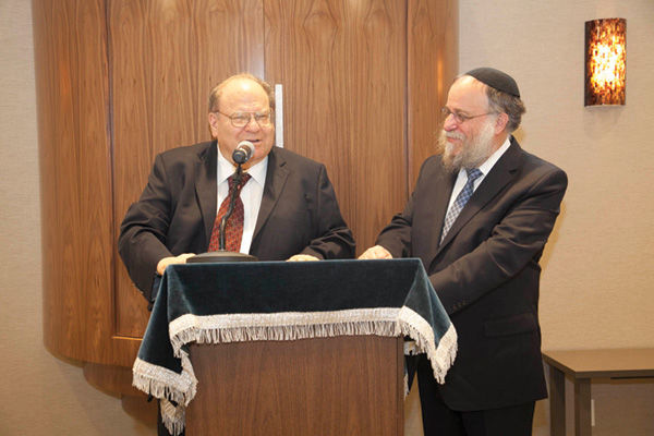 Missouri+Supreme+Court+Justice+Richard+Teitelman+addresses+participants+at+Chabad%E2%80%99s+Conference+on+Talmud+and+Contemporary+Law+last+June.+Looking+on+is+Rabbi+Yosef+Landa%2C+Chabad+of+Greater+St.+Louis%E2%80%99+regional+director.+Photo%3A+Andrew+Kerman