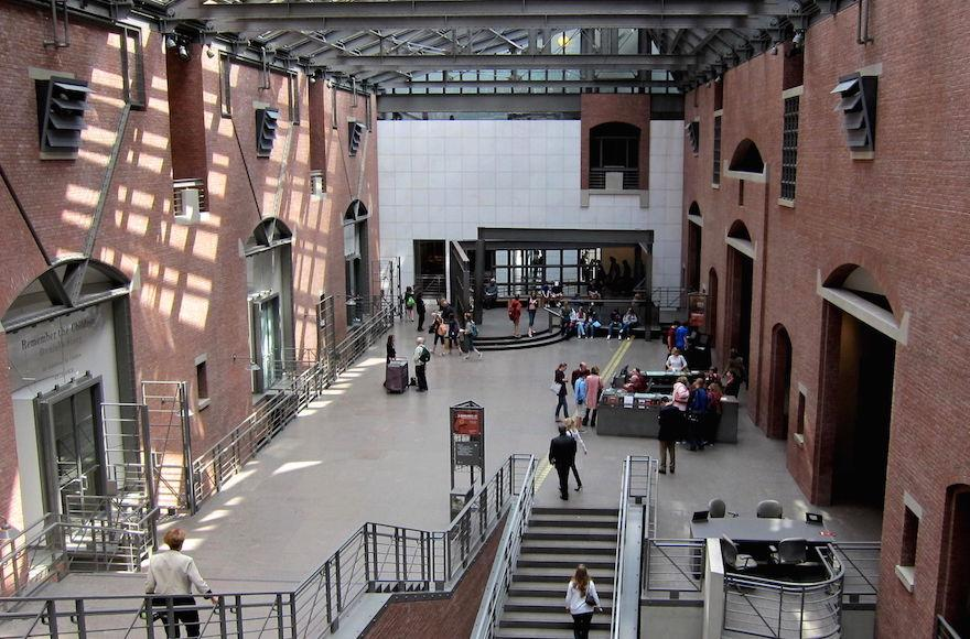 A+view+of+the+interior+of+the+U.S.+Holocaust+Memorial+Museum+in+Washington%2C+D.C.%2C+in+2010.+%28Wikimedia+Commons%29