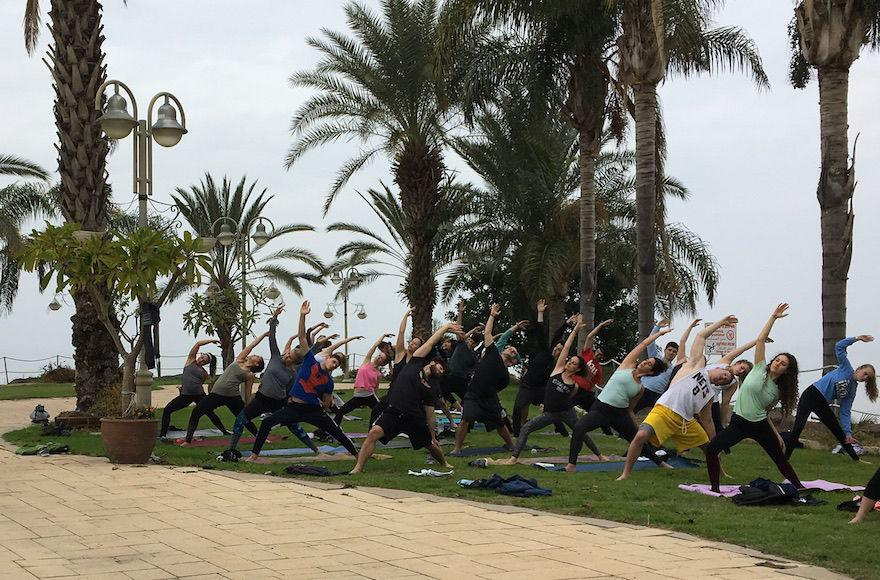 Participants+in+a+specialized+Birthright+trip+focused+on+yoga.+%28Courtesy+of+Hillel+International%29