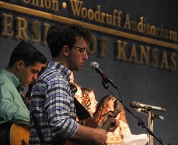 Ben+Schenberg+performs+at+Rock%2C+Chalk%2C+Shabbat+at+University+of+Kansas.+Photo+courtesy+of+Ben+Schenberg.