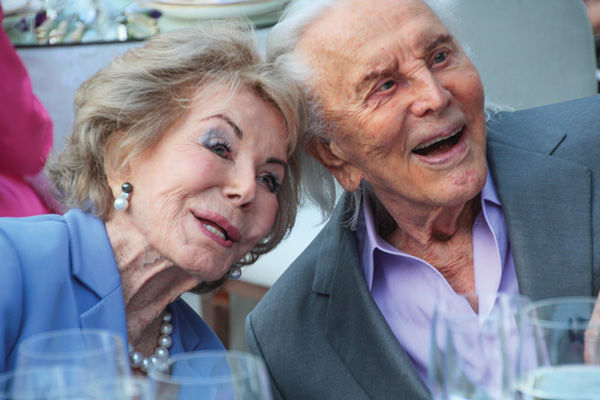 Kirk+and+Anne+Douglas+at+their+60th+wedding+anniversary+in+2014.%C2%A0%28Christopher+Briscoe%29
