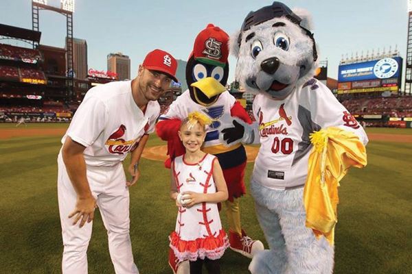 Ari+on+the+field+with+the+St.+Louis+Cardinals+at+Busch+Stadium.