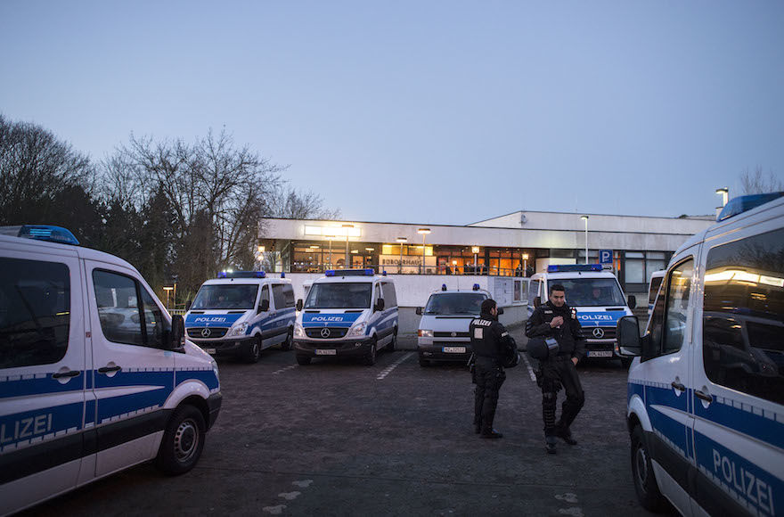 Police+at+a+community+center+in+Mainz%2C+Germany%2C+Feb.+19%2C+2016.+%28Thomas+Lohnes%2FGetty+Images%29