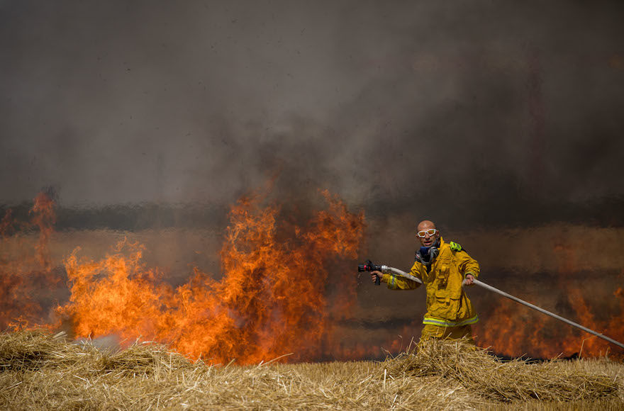 Israeli+firefighters+extinguish+a+fire+in+a+wheat+field+caused+from+kites+flown+by+Palestinian+protesters%2C+near+the+border+with+the+Gaza+Strip%2C+May+30%2C+2018.+%28Yonatan+Sindel%2FFlash90%29