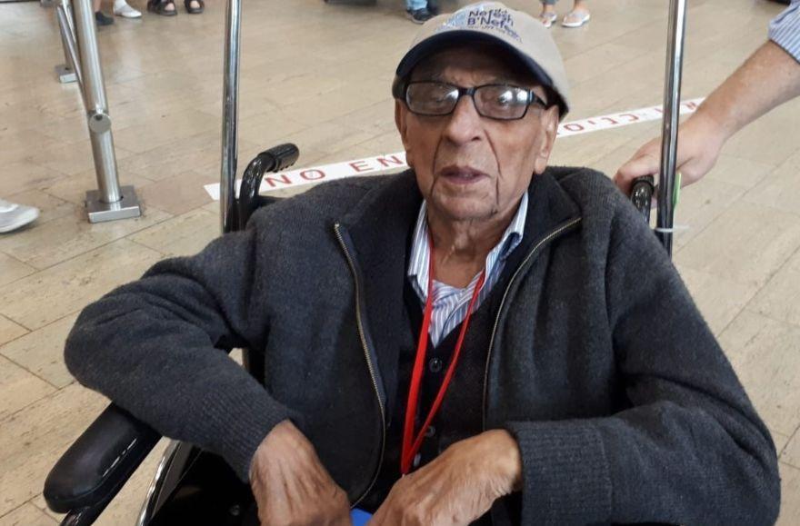 Jack Nasielski, 92, fulfills a 71-year-long dream of making aliyah on June 13, 2018. (Courtesy Nefesh B'Nefesh)