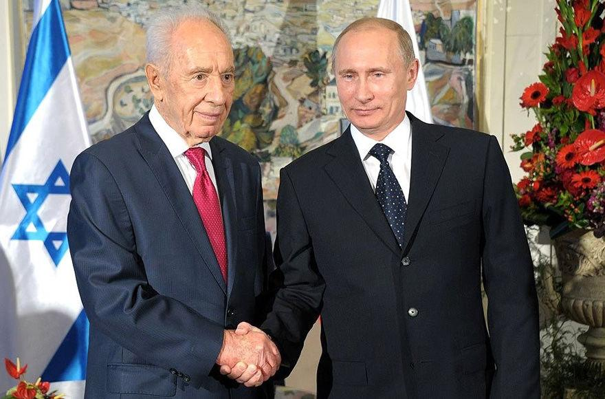 Russian+President+Vladimir+Putin%2C+right%2C+greeting+his+Israeli+counterpart+Shimon+Peres+in+Moscow%2C+2012.+%28Office+of+the+President+of+Russia%29