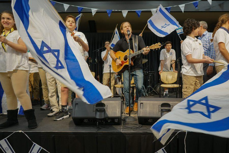Rick Recht performs at the 2017 Yom Haatzmaut (Israels Independence Day) celebration at the J on May 1.