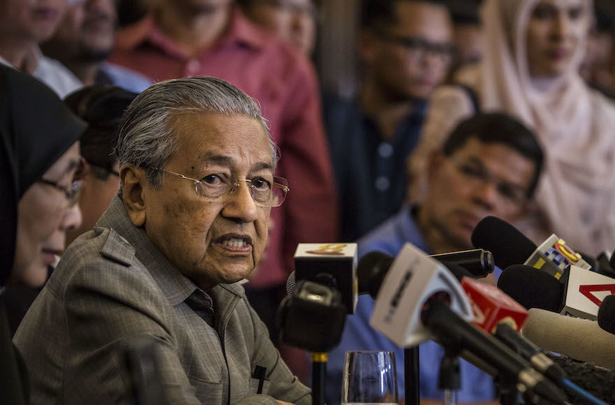 Mahathir+Mohamad+speaking+during+a+press+conference+in+Kuala+Lumpur%2C+Malaysia%2C+May+10%2C+2018.+%28Ulet+Ifansasti%2FGetty+Images%29