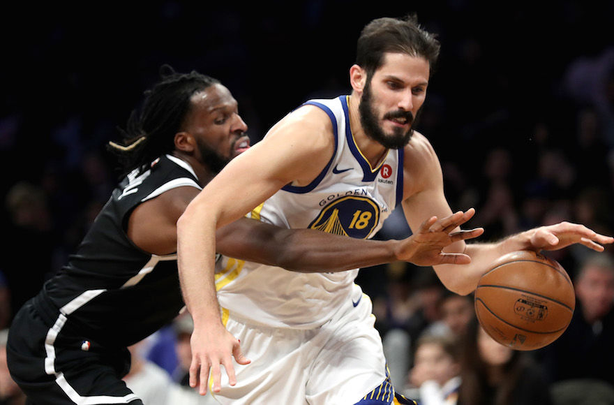 Omri Casspi, right, playing for the Golden State Warriors in a game against the Brooklyn Nets at the Barclays Center in Brooklyn, Nov. 19, 2017. Photo: Abbie Parr/Getty Images