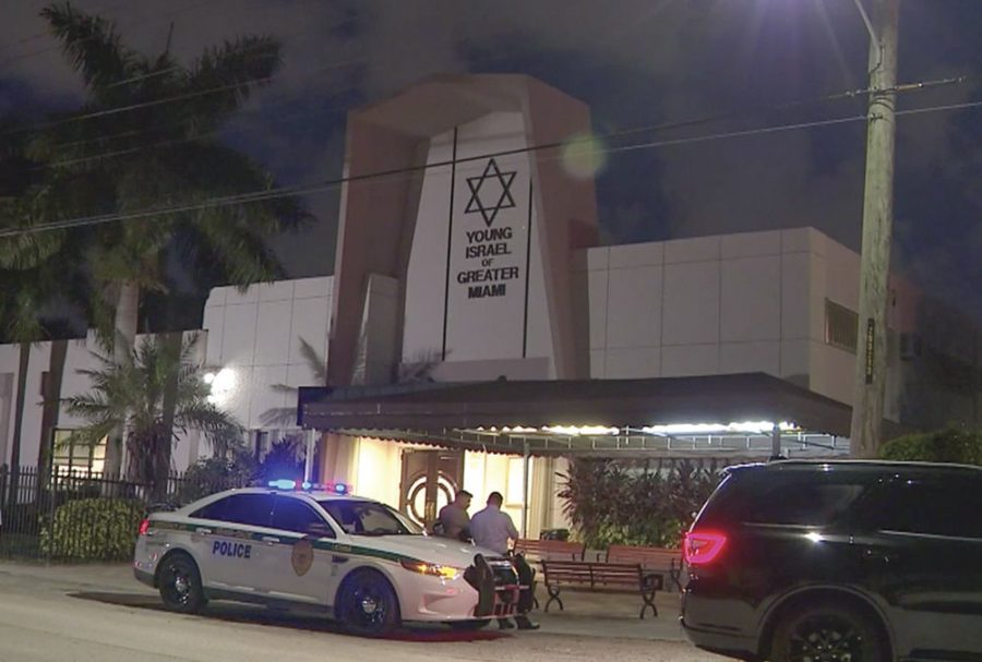 The+Young+Israel+of+Greater+Miami+synagogue+on+the+night+of+the+shooting%2C+July+28%2C+2019.+%28Screenshot+from+Local10.com%29