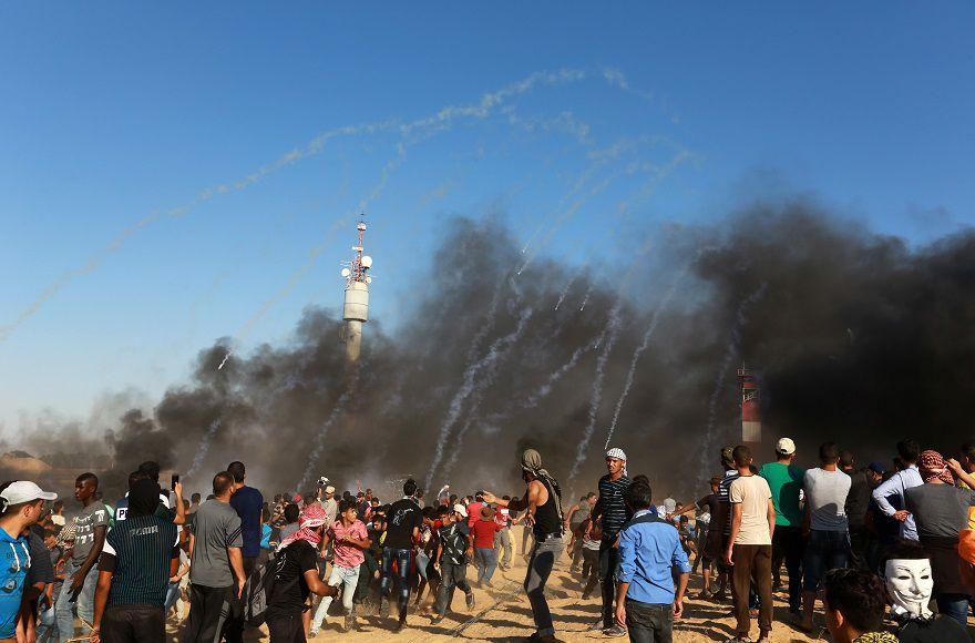 Palestinian+protestors+during+clashes+with+Israeli+security+forces+on+the+Gaza+Israeli+border%2C+east+Rafah%2C+southern+Gaza+Strip%2C+on+July+20%2C+2018.+Photo+by+Abed+Rahim+Khatib%2FFlash90