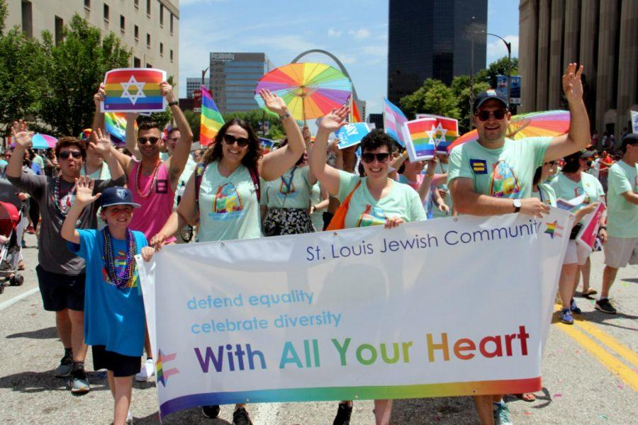 Members+of+the+Jewish+community+walk+down+Market+Street+downtown+on+Sunday+as+part+of+PrideFest+and+its+Grand+Pride+Parade.+Photo%3A+Philip+Deitch