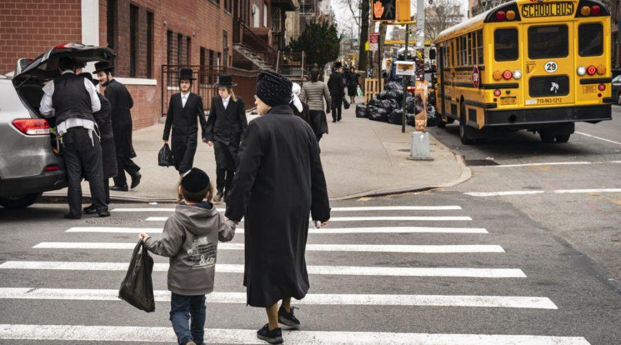 Pedestrians+walk+past+a+yeshiva+in+the+South+Williamsburg+neighborhood+of+Brooklyn%2C+April+9%2C+2019.+Photo%3A+Drew+Angerer%2FGetty+Images