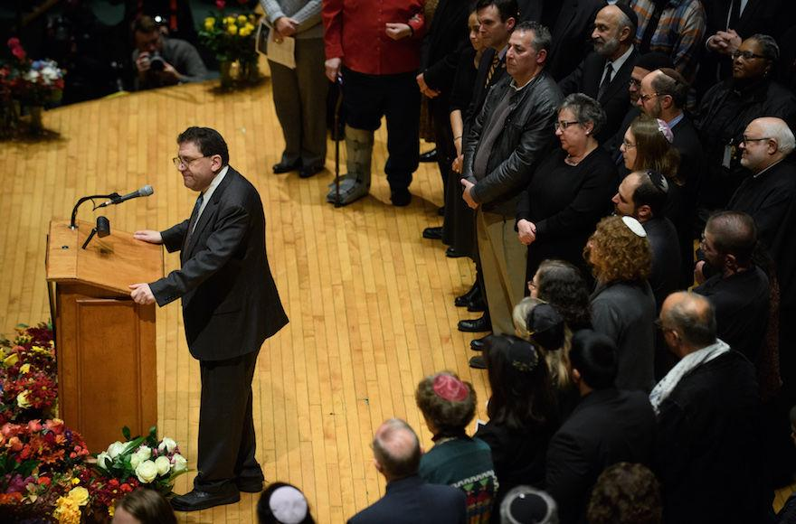Rabbi+Jonathan+Perlman+speaks+to+thousands+at+the+Soldiers+and+Sailors+Memorial+Hall+during+a+service+to+honor+and+mourn+the+victims+of+the+mass+shooting+at+the+Tree+Of+Life+Synagogue%2C+in+Pittsburgh%2C+Oct.+28%2C+2018.+%28Jeff+Swensen%2FGetty+Images%29