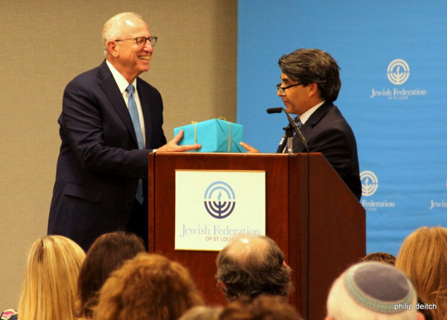 New+Jewish+Federation+board+chair+Greg+Yawitz%2C+at+right%2C+presents+outgoing+chair+Gerry+Greiman+with+a+gift+during+Federation%E2%80%99s+Annual+Meeeting+on+Sept.+12.%C2%A0%C2%A0