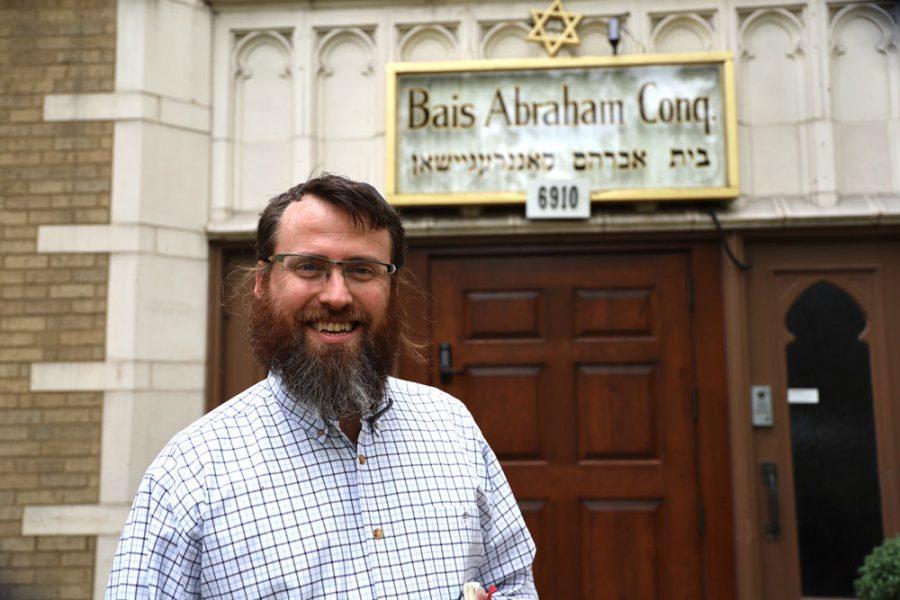 Rabbi+Garth+Silberstein+in+front+of+Bais+Abraham+Congregation.+Silberstein+started+at+Bais+Abe+on+Sept.+1.+%C2%A0