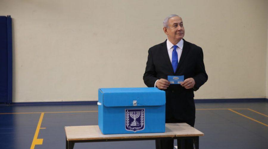 Israeli+Prime+Minister+Benjamin+Netanyahu+casts+his+ballot+at+a+voting+station+in+Jerusalem%2C+Sept.+17%2C+2019.%C2%A0Photo%3A+Alex+Kolomoisky%2FPool%2FFlash90