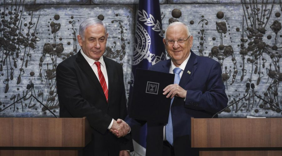 Israeli+Prime+Minister+Benjamin+Netanyahu%2C+left%2C+is+presented+with+the+mandate+to+form+a+new+government+by+Israeli+President+Reuven+Rivlin%2C+at+the+President%27s+Residence+in+Jerusalem+Sept%2F+25%2C+2019.+Photo%3A+Yonatan+Sindel%2FFlash90
