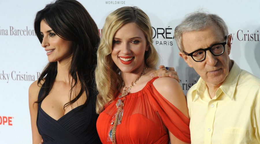 From+left+to+right%2C+Penelope+Cruz%2C+Scarlett+Johansson+and+Woody+Allen+attend+the+Los+Angeles+premiere+of+%22Vicky+Cristina+Barcelona%22+at+the+Mann+Village+Theatre+in+Los+Angeles%2C+Aug+4%2C+2008.+%28Robyn+Beck%2FAFP%2FGetty+Images%29%C2%A0