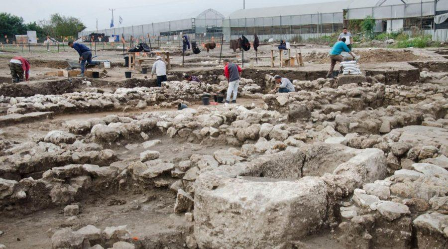 Excavations+at+the+site+of+a+5%2C000-year-old+Bronze+Age+metropolis+in+northern+Israel+%28Yoli+Schwartz%2FIsrael+Antiquities+Authority%29