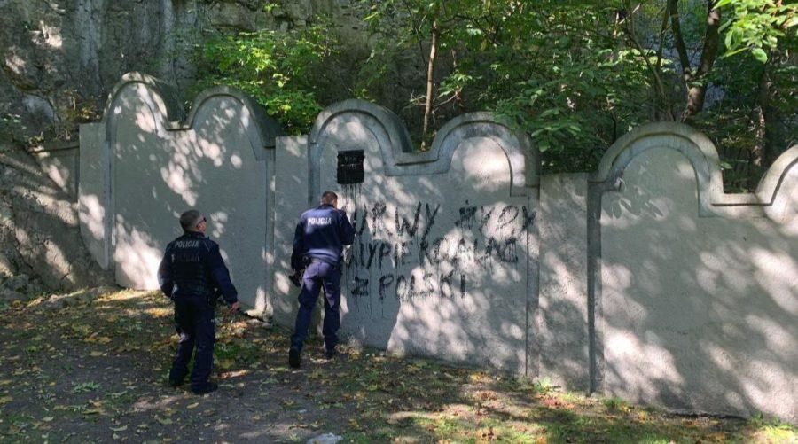 Vandals+painted+a+swastika+and+other+graffiti+on+one+of+the+remaining+walls+of+the+former+Krakow+Ghetto+on+Oct.+1%2C+2019.+Photo+courtesy+of+Jonathan+Ornstein