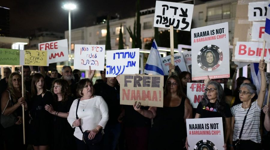 Family, friends and supporters call for the release of Naama Issachar, an Israeli-American woman imprisoned in Russia for drug offenses, at Habima Square in Tel Aviv on October 19, 2019. Photo: Tomer Neuberg/Flash90