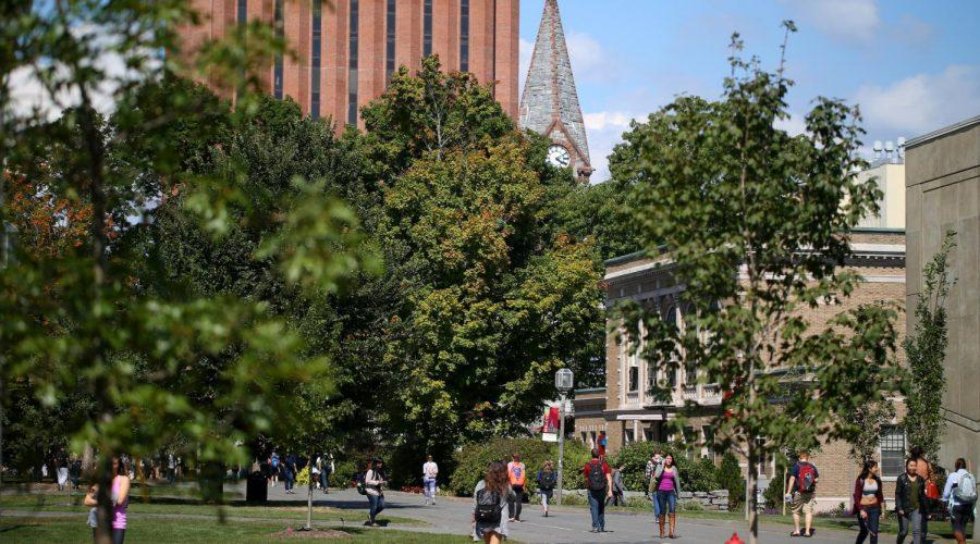 UMass+Amherst+students+head+across+campus+in+2014.+%28Jonathan+Wiggs%2FThe+Boston+Globe+via+Getty+Images%29%C2%A0